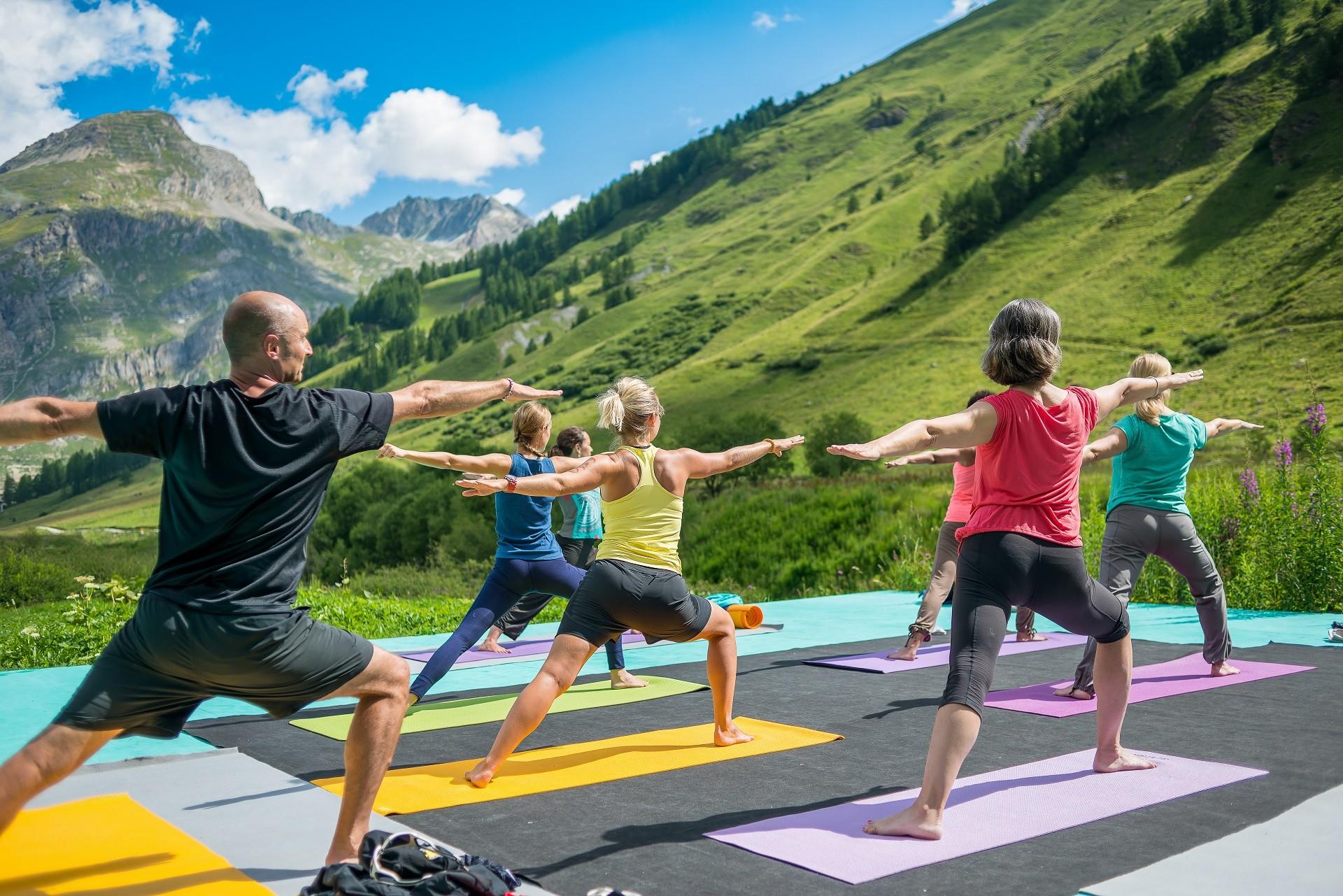 Yoga en plein air à Val d'Isère