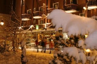 Façade Hôtel 3 étoiles Auberge Saint Hubert Savoie Alpes