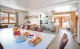 chalet-acajuma-dining-living-6215260
