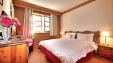 chambre-double-avec-2-lits-simples-vue-fenetre-4339270