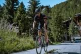 cycliste-village-fleurs-5979895