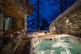 jacuzzi-by-night1-5356899