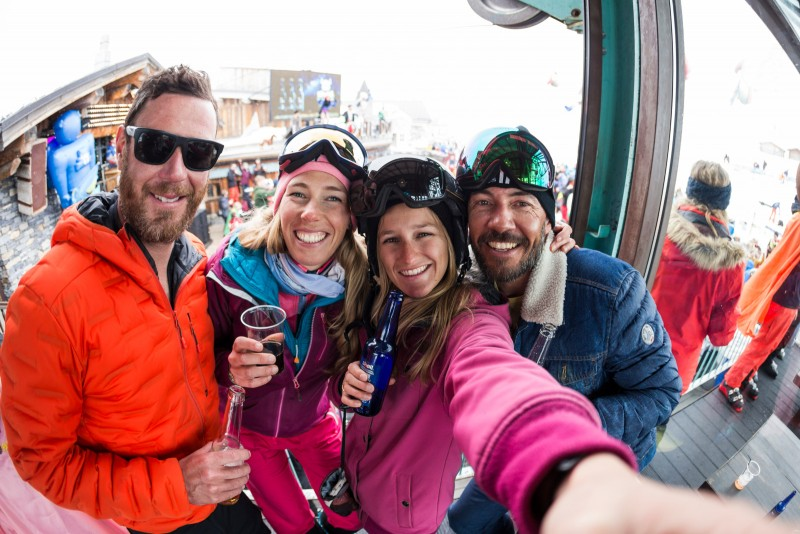 les-amis-apres-le-ski-5475251