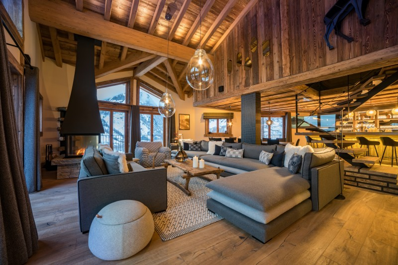 living-room-by-night-2-5356900